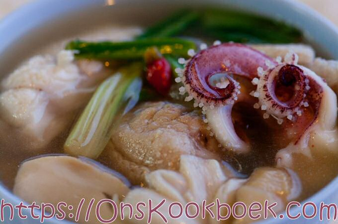 Thaise soep: Tom Yum Thale Nam Sai