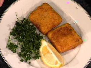 Vierkante gefrituurde garnaalkroketten van Piet Huysentruyt geserveerd met citroen en peterselie